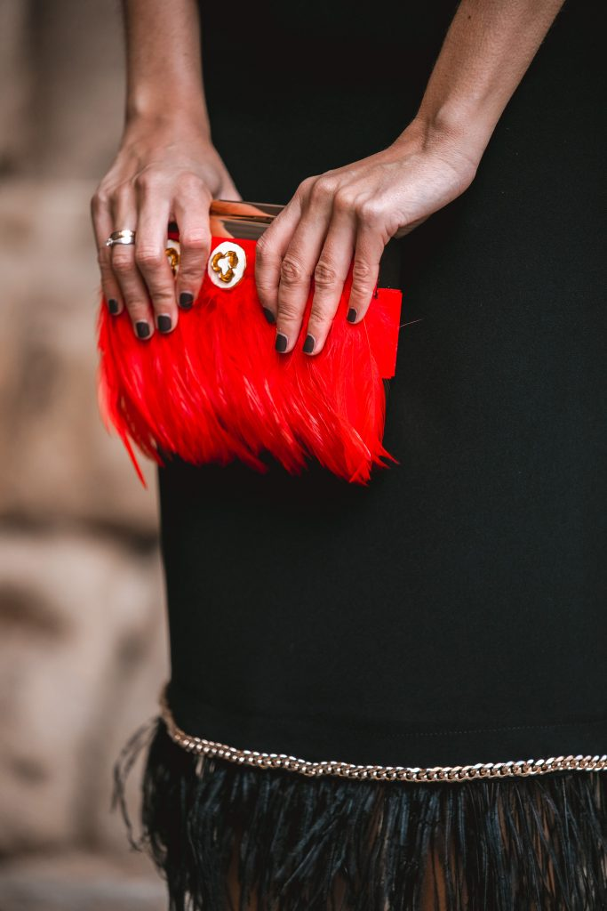 bolso rojo fiesta plumas