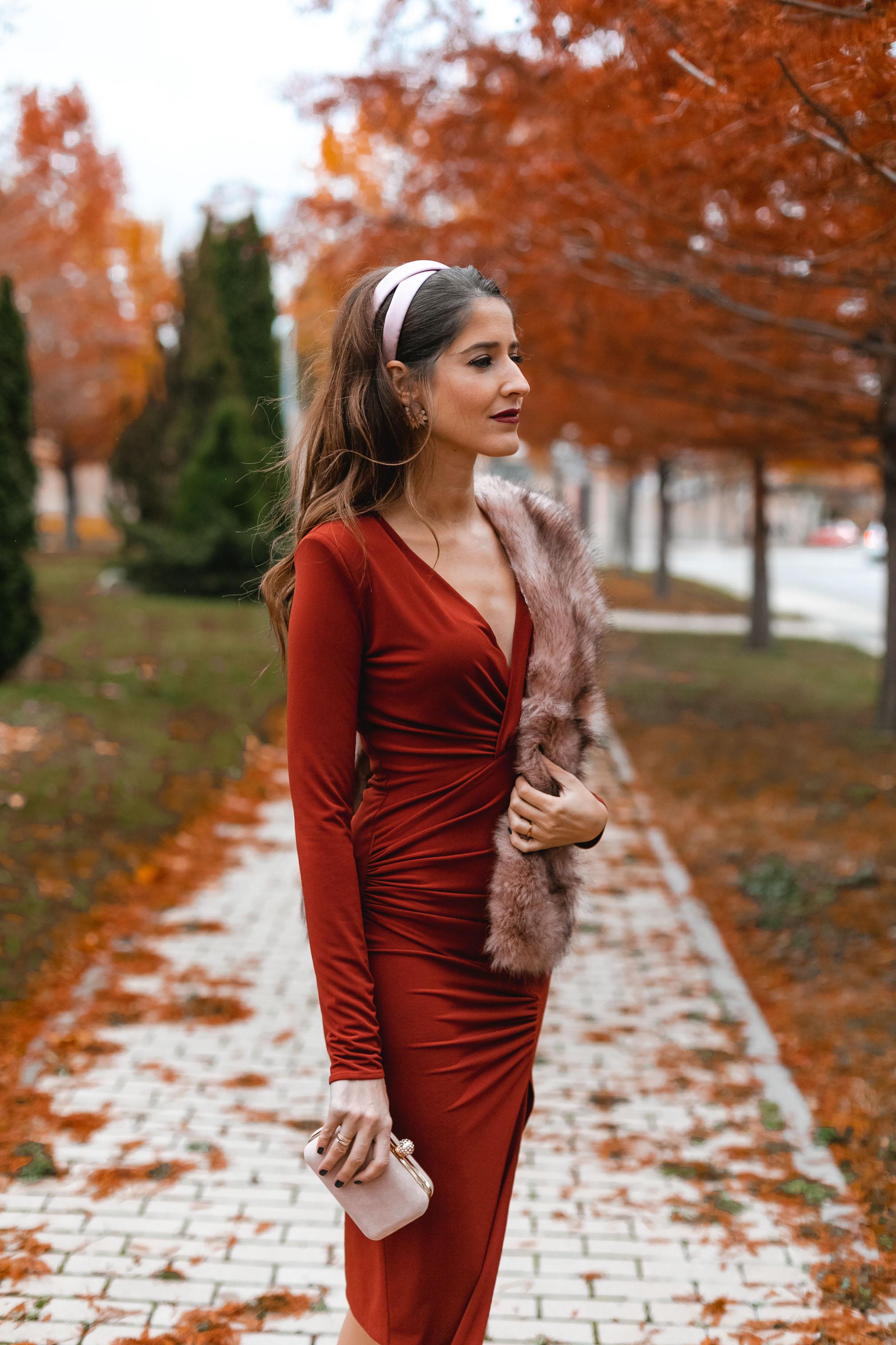 Invitada boda diadema rosa