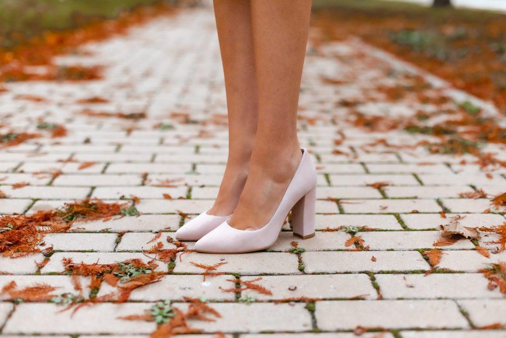 zapatos nude tacon ancho invitada
