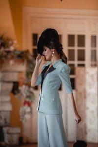 invitada perfecta boda traje tocado