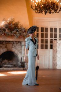 look invitada boda tocado traje