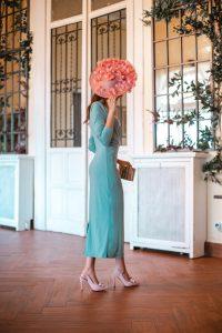 invitada boda mañana 2020 tocado rosa