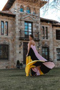 vestido largo tricolor plisado invitada