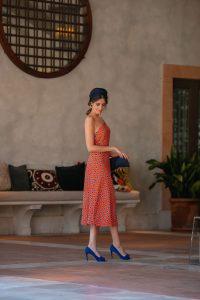 look invitada boda vestido estampado naranja