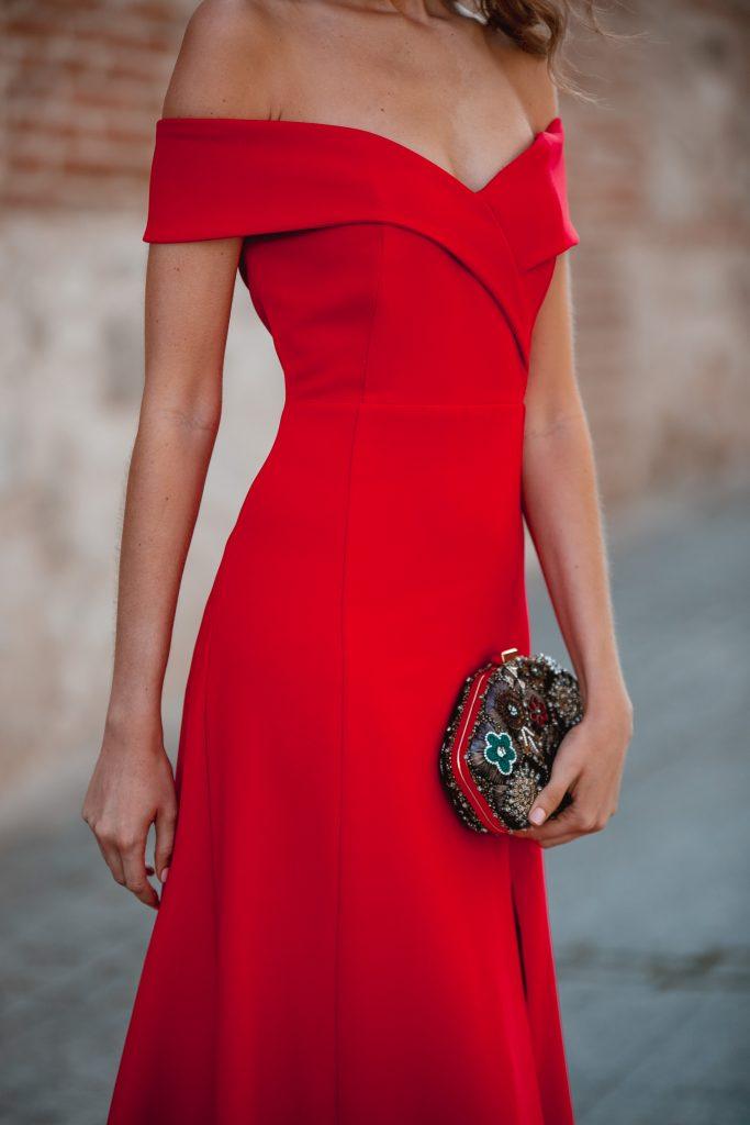vestido rojo escote bardot invitada