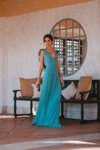 vestido turquesa plumas invitada perfecta