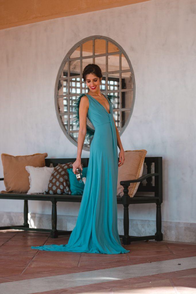 look invitada noche vestido plumas