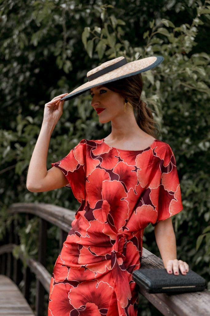 look invitada vestido estampado rojo