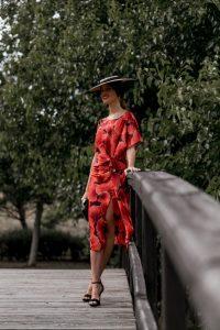 invitada vestido estampado rojo