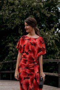 vestido estampado rojo invitada perfecta