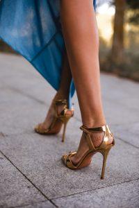 sandalias doradas invitada pura lopez