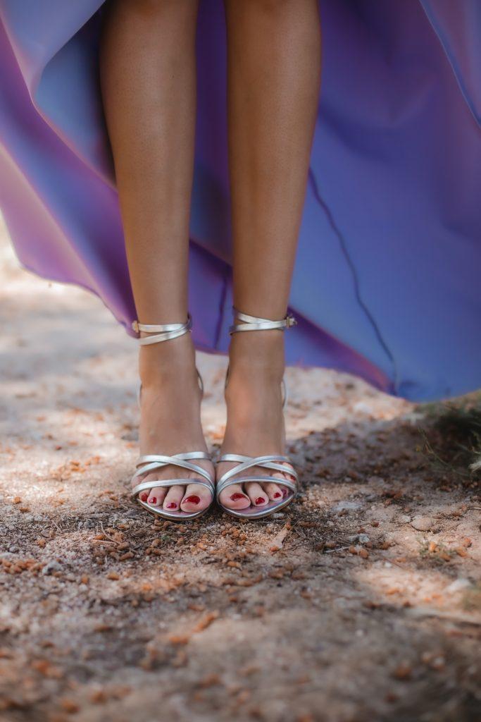 sandalias plateadas tiras invitada