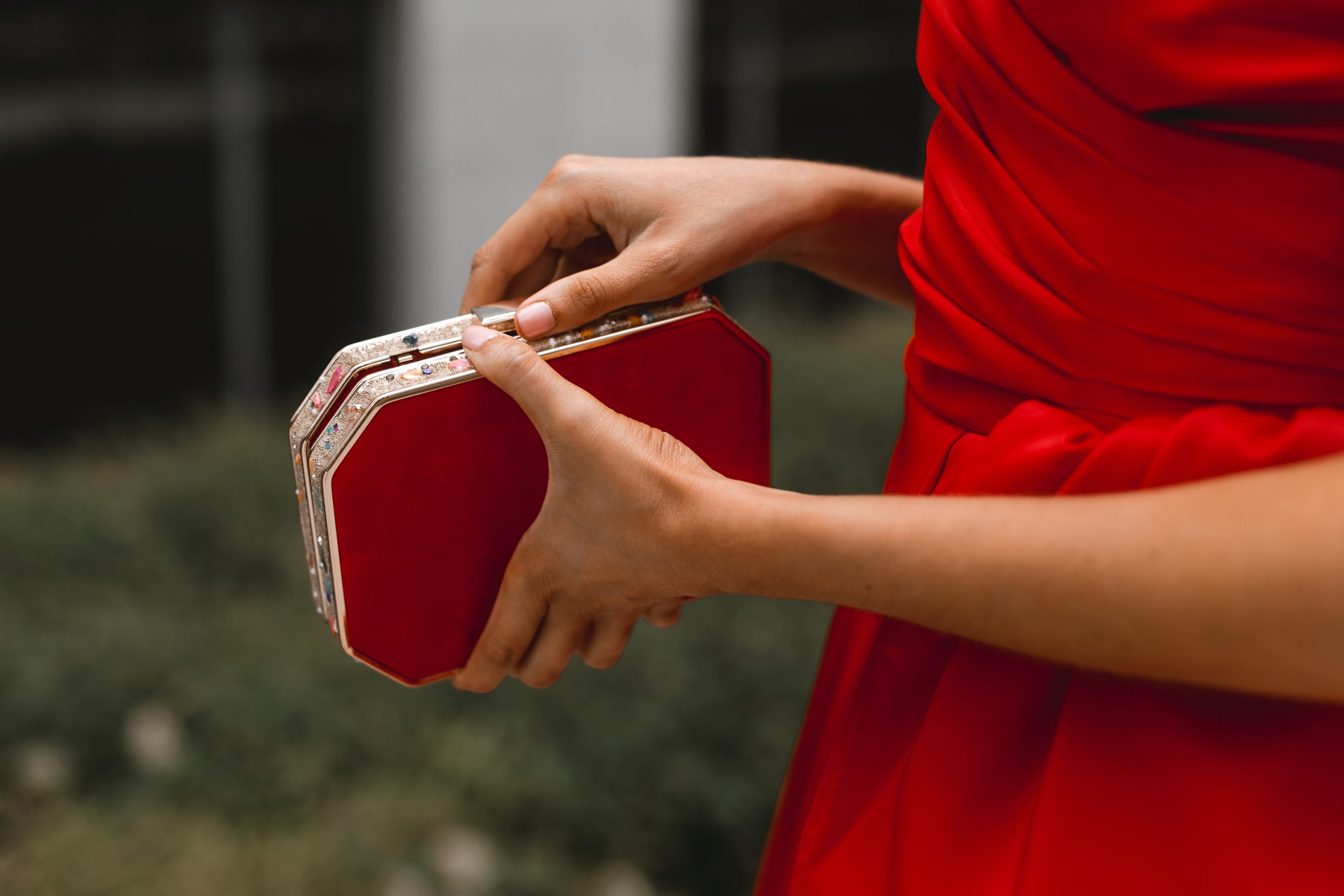 bolso rojo joya invitada