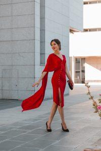 vestido rojo capa invitada perfecta