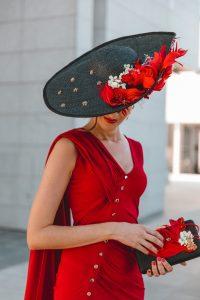 pamela negra roja invitada perfecta
