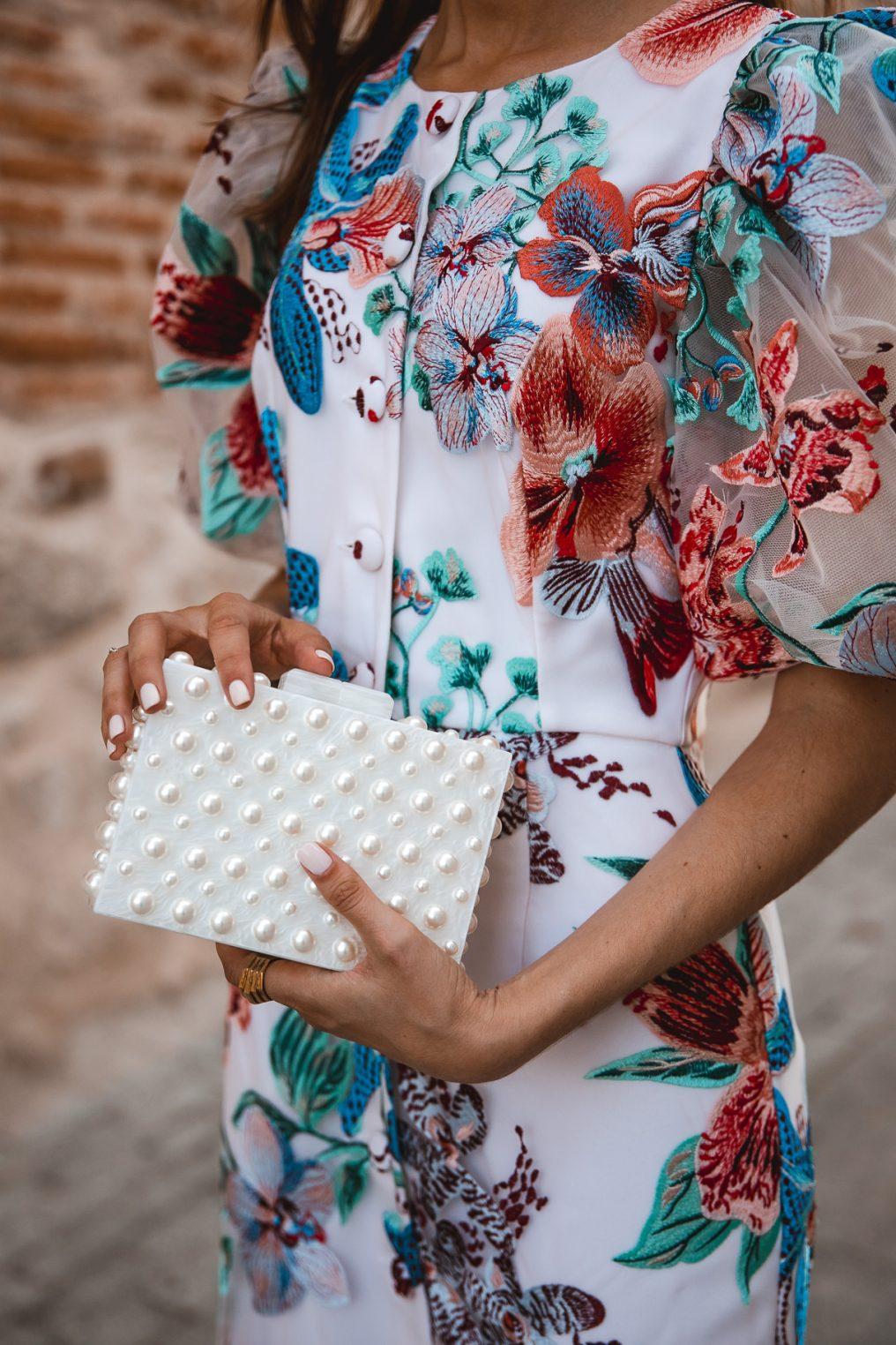 bolso blanco perlas invitada perfecta