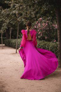 vestido espalda fucsia invitada