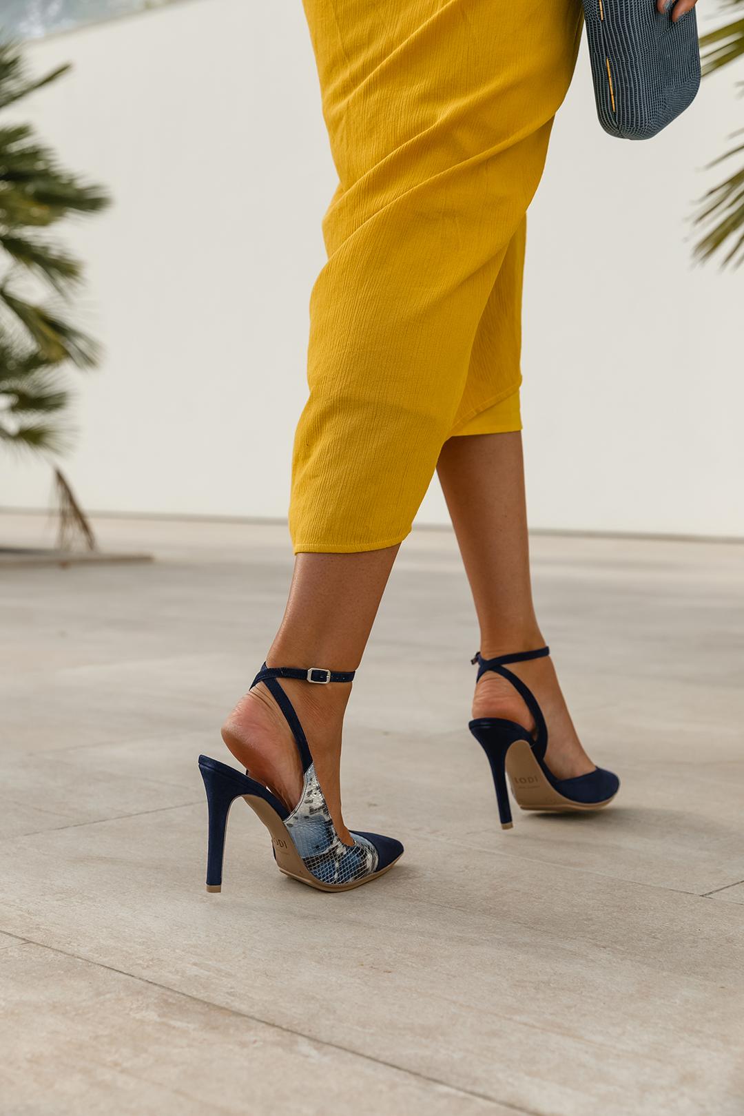zapato azul invitada perfecta