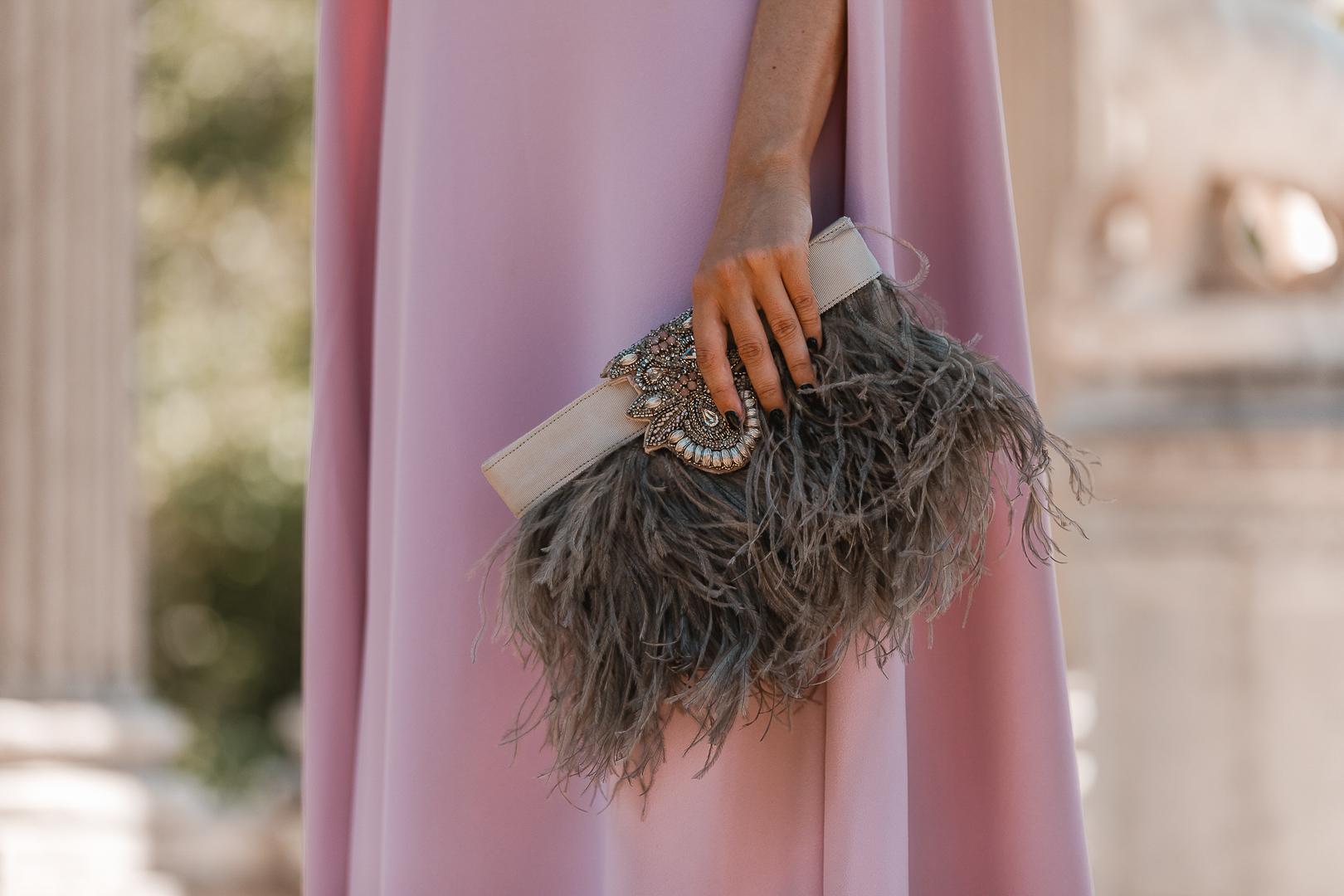 bolso gris plumas
