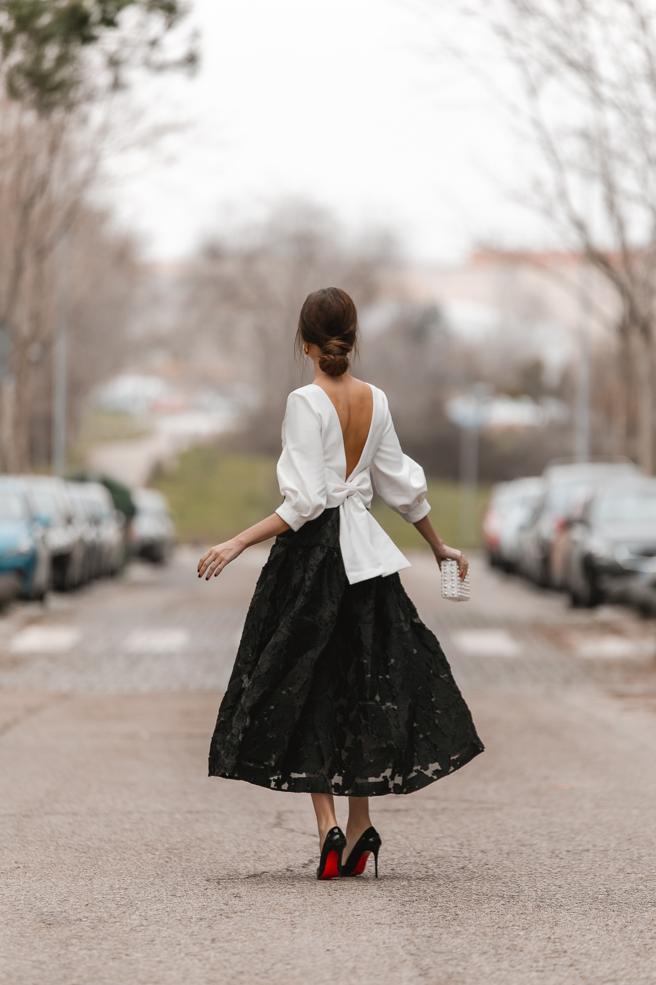 falda midi negra invitada perfecta