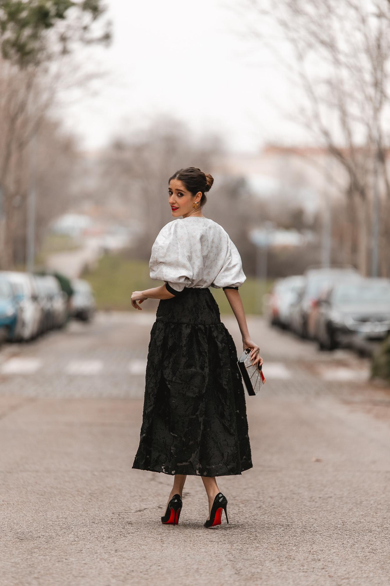 invitada clasica falda encaje