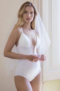 body sin espalda escote novia invitada