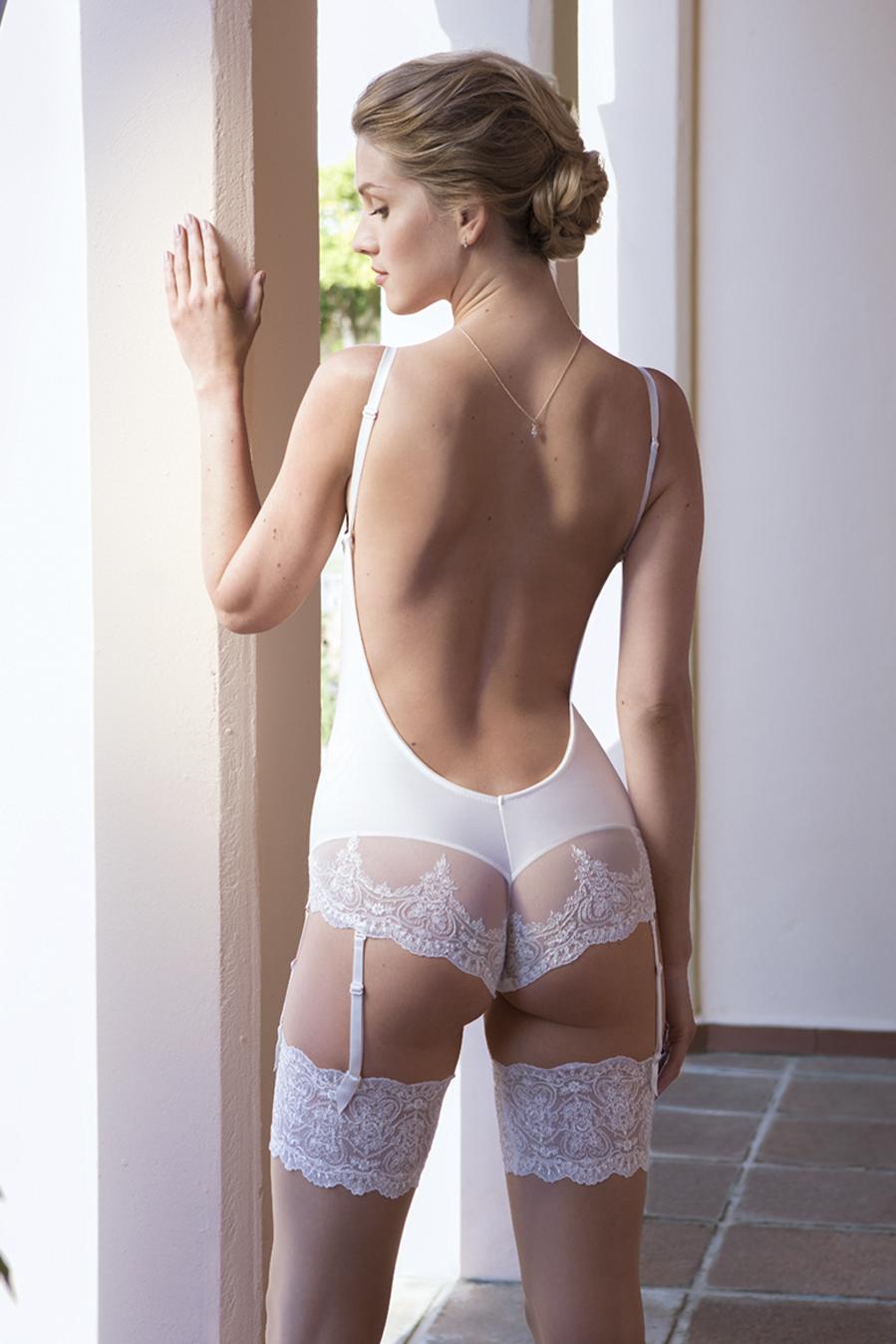 body sin espalada invitada novia