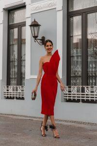vestido rojo palabra honor invitada