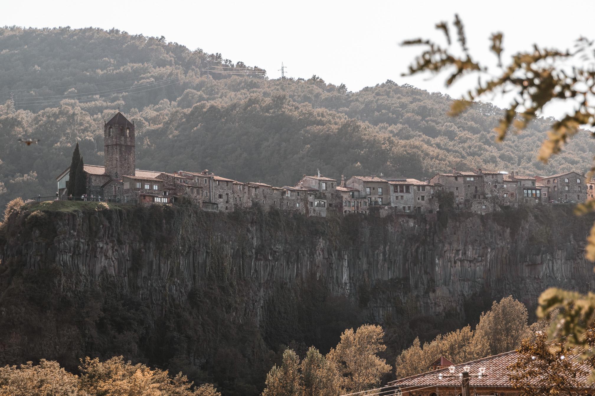pueblo medieva cataluña invitada perfecta