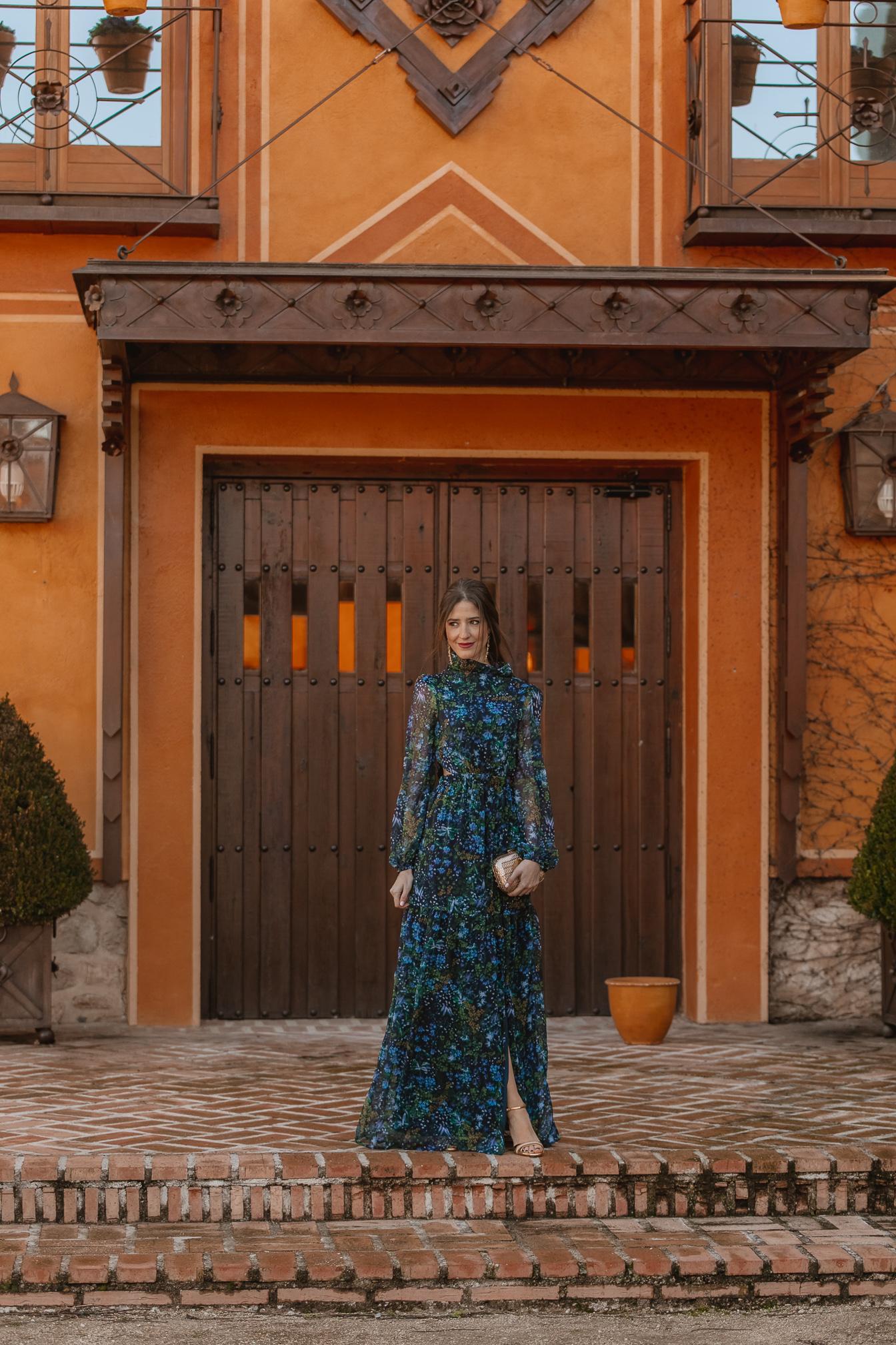 vestido azul estampado invitada perfecta