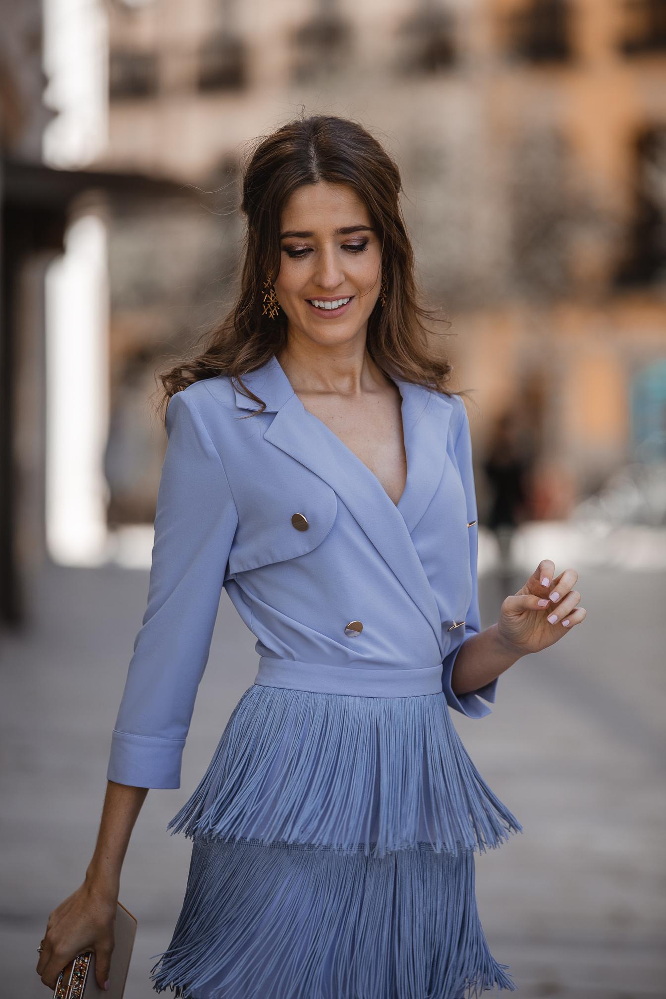 invitada perfecta vestido flecos azul