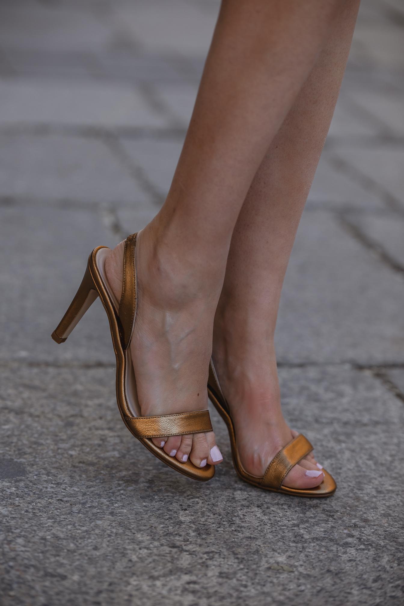 Sandalias doradas invitada