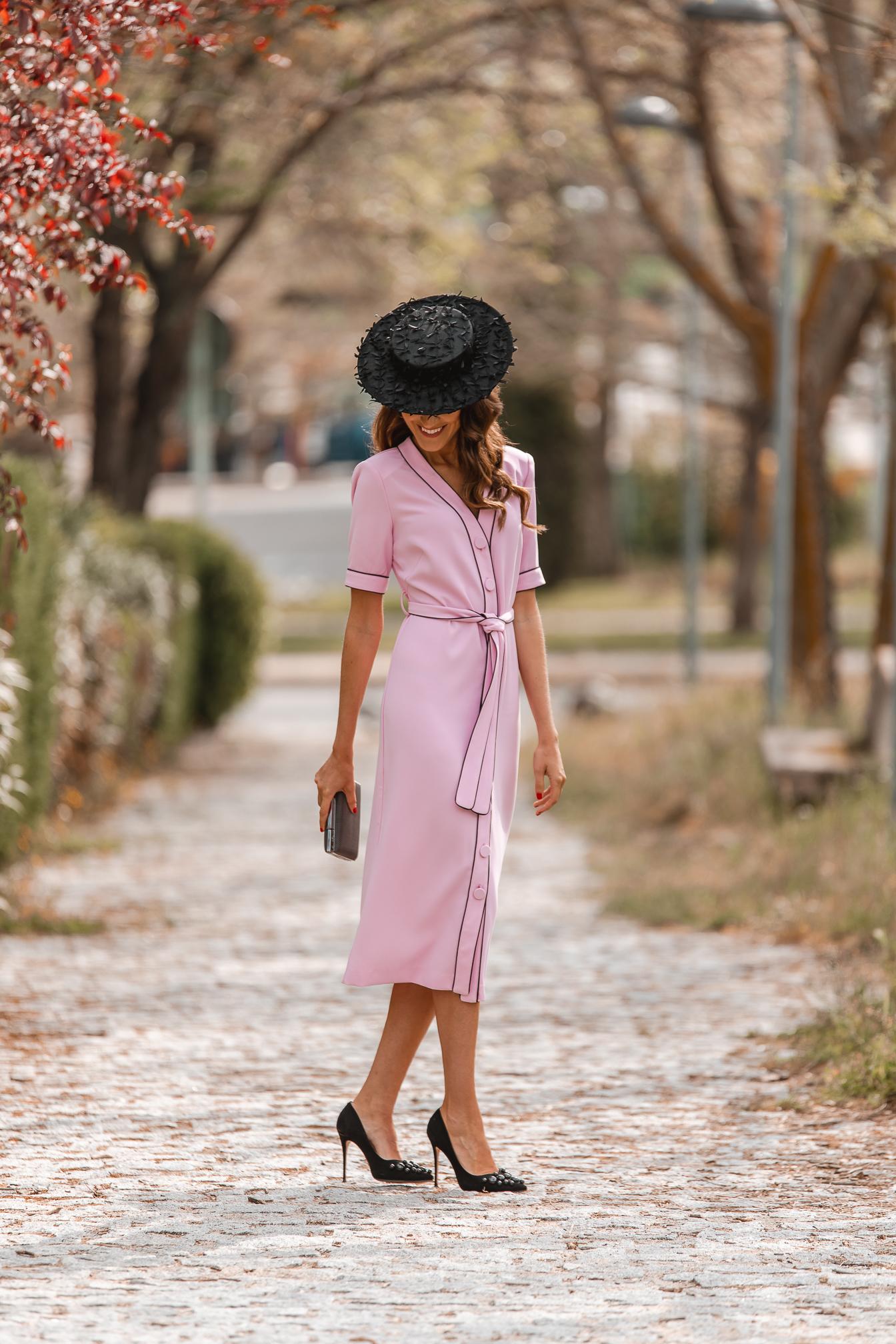 Vestido rosa botones invitada perfecta