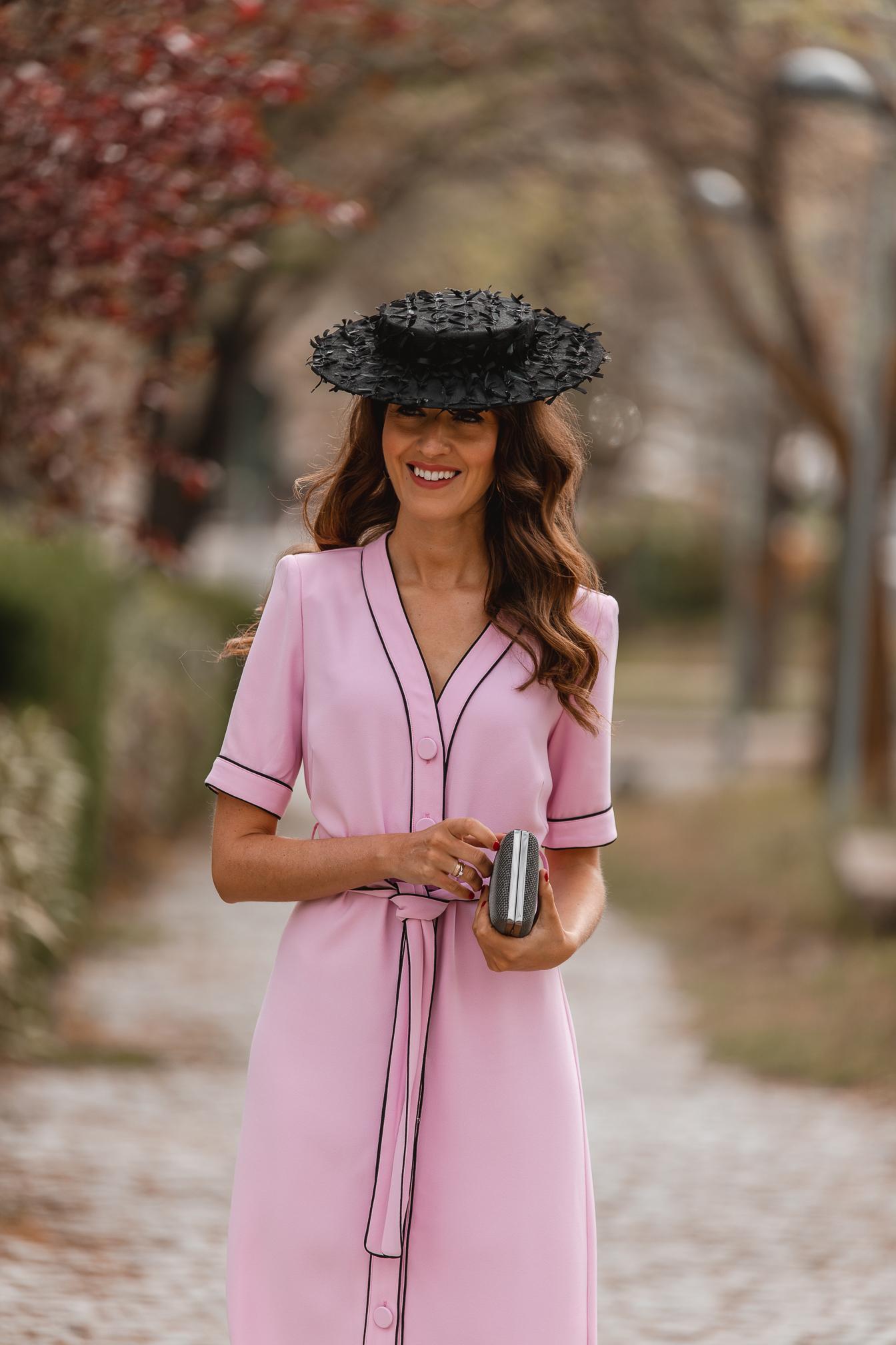 Look invitada boda vestido rosa
