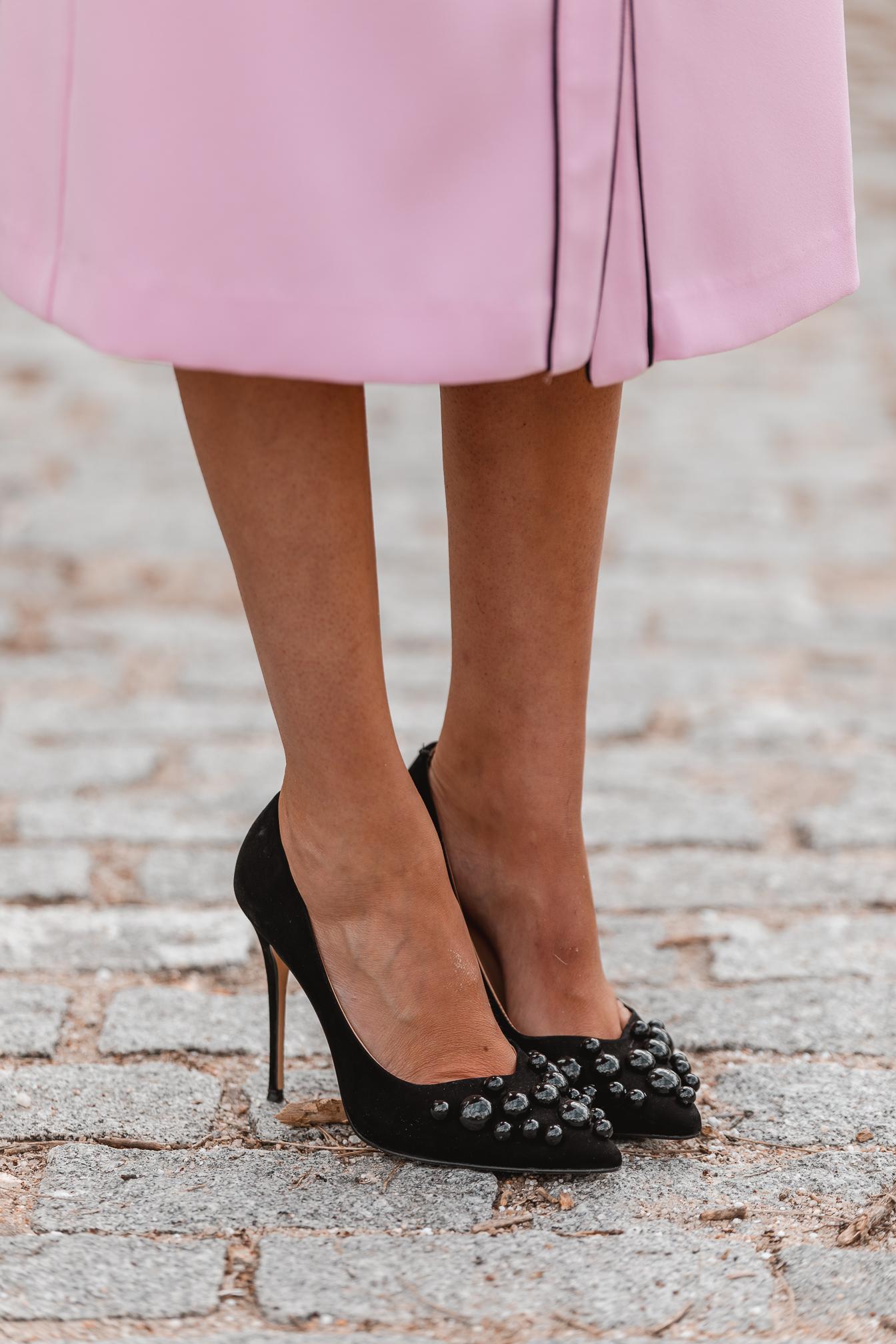 zapatos negros invitada bolas
