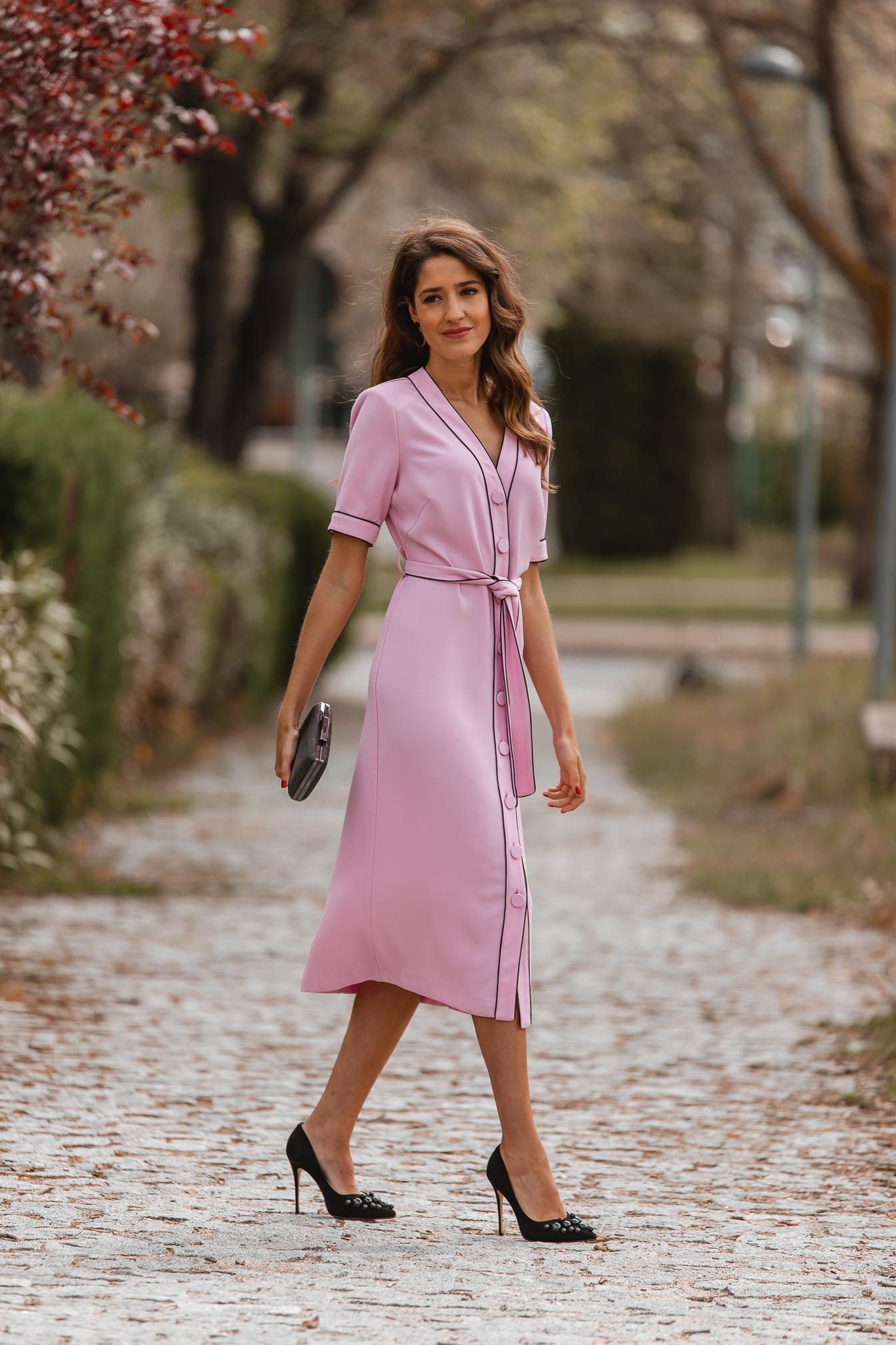 vestido rosa midi invitada 2021