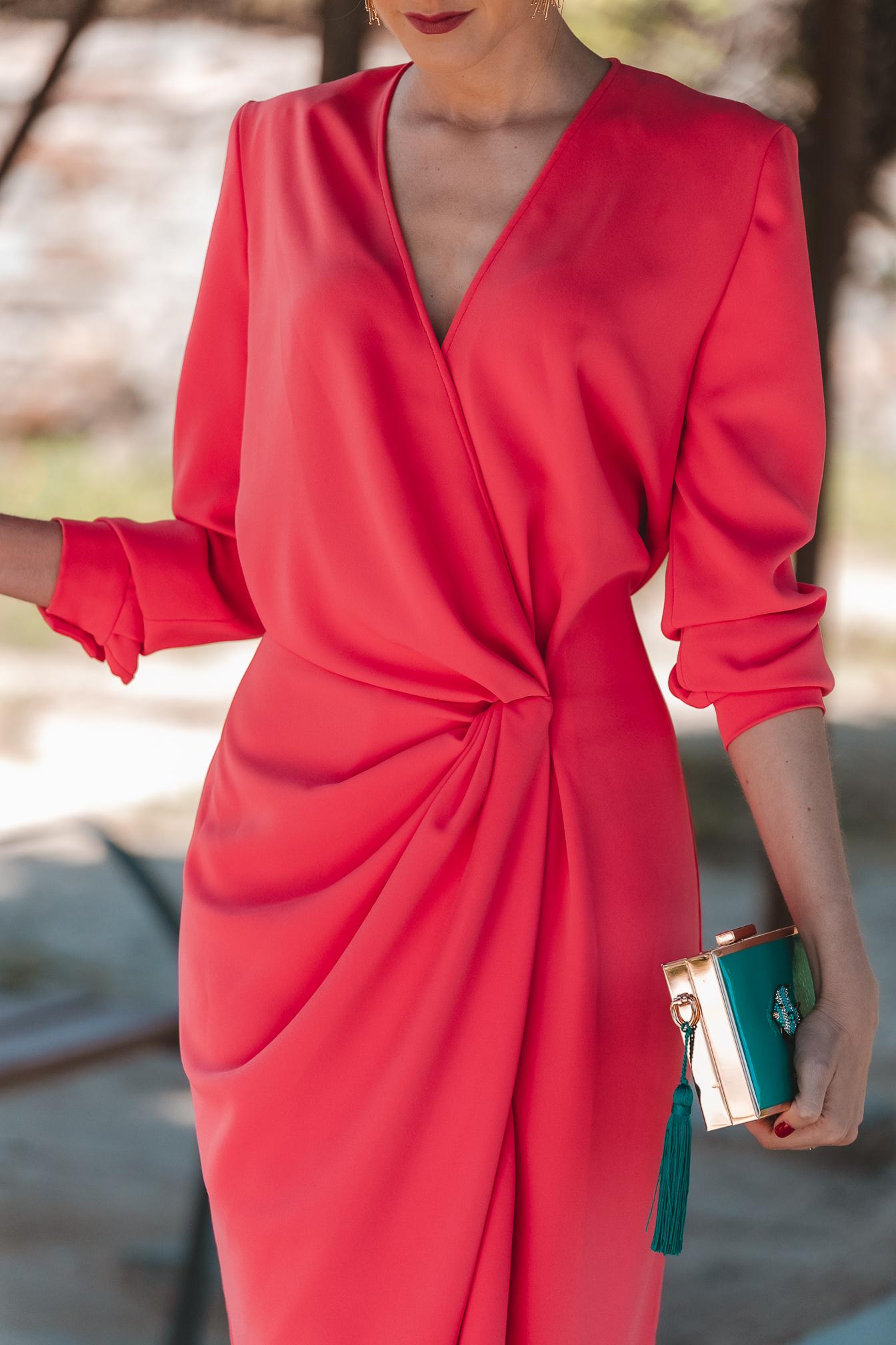 vestido invitada 2021 coral