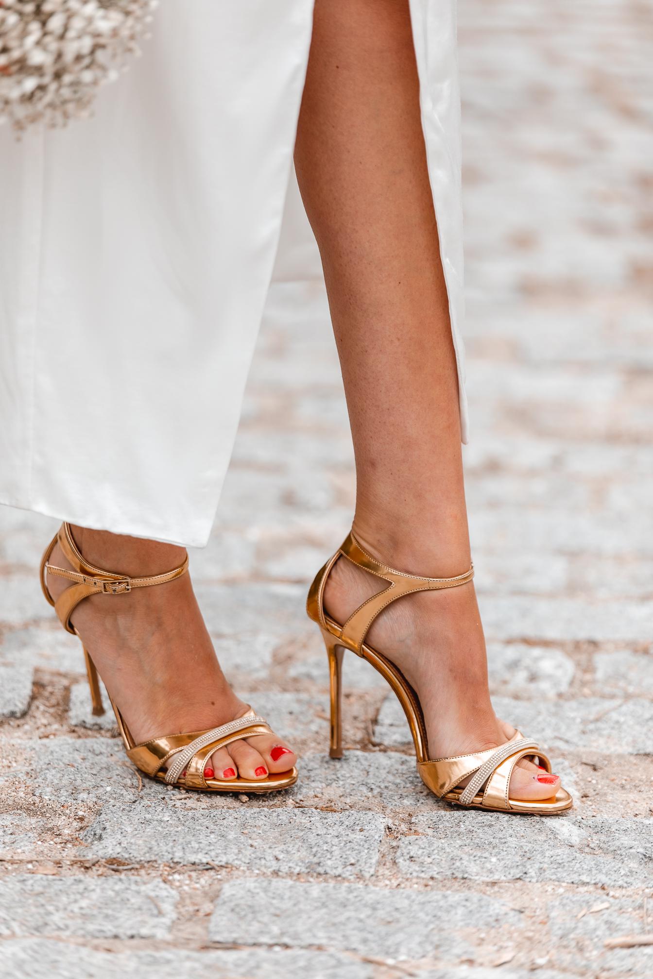 sandalia dorada invitada novia