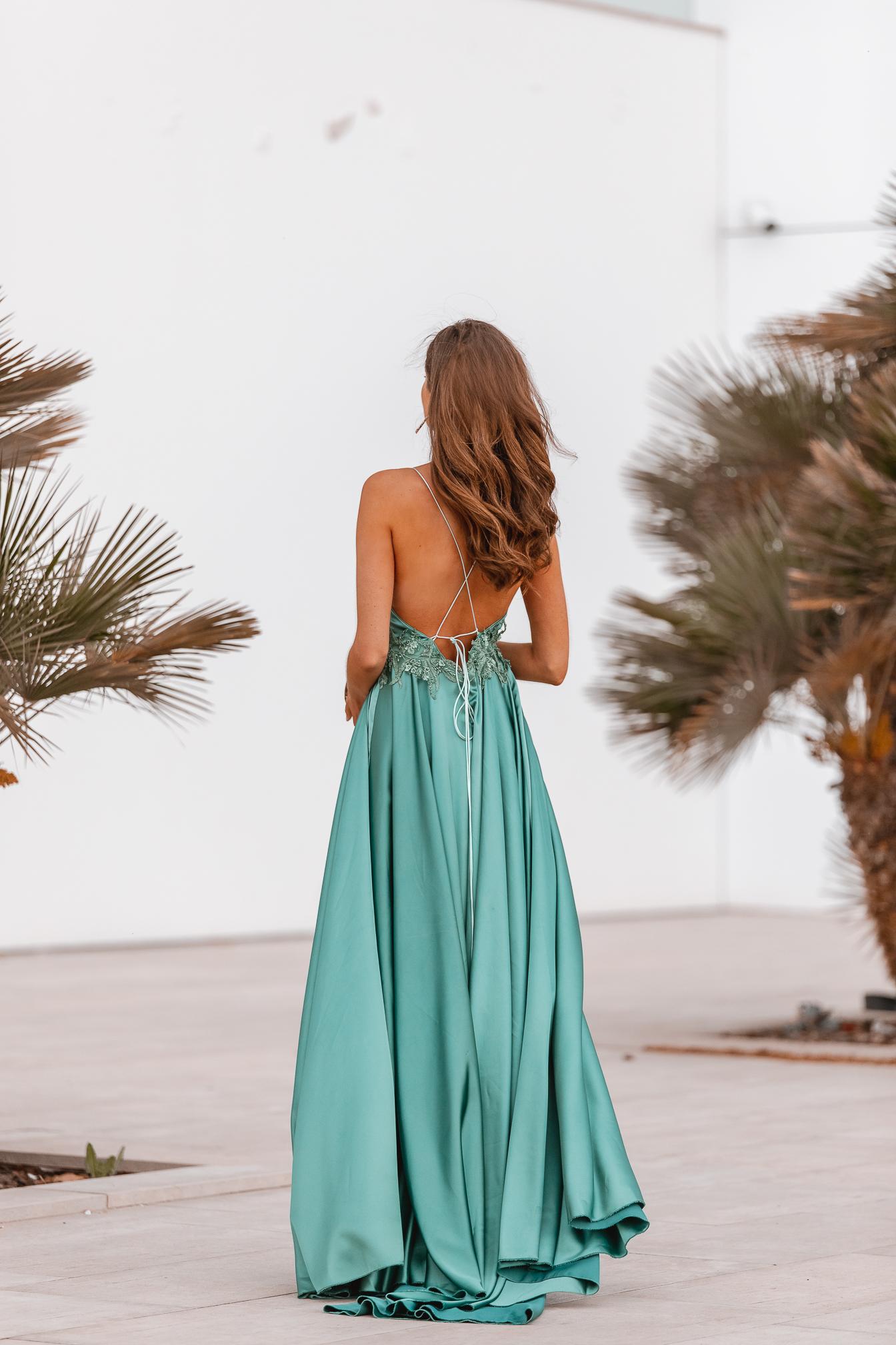 vestido largo espalda invitada