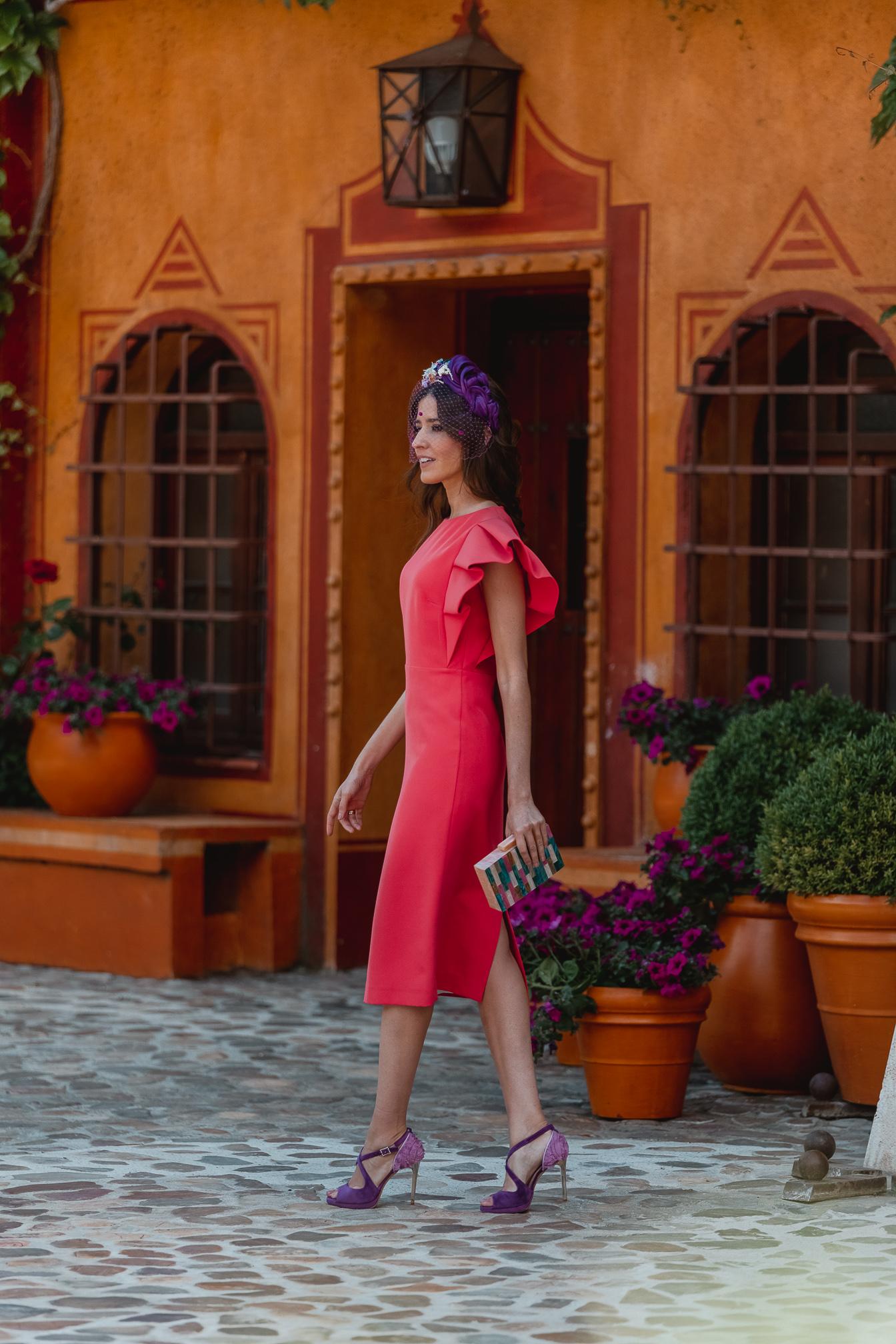 invitada perfecta vestido coral tocado