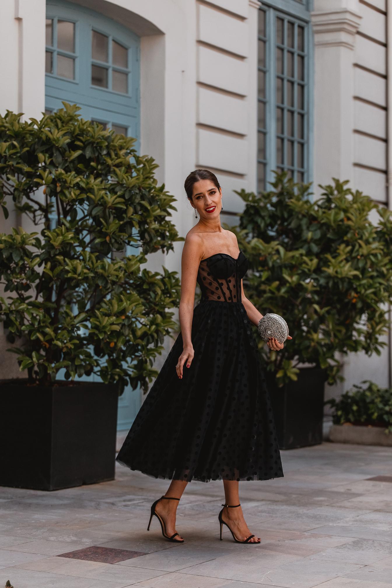 look invitada noche vestido negroinvitada perfecta vestido negro falda tul