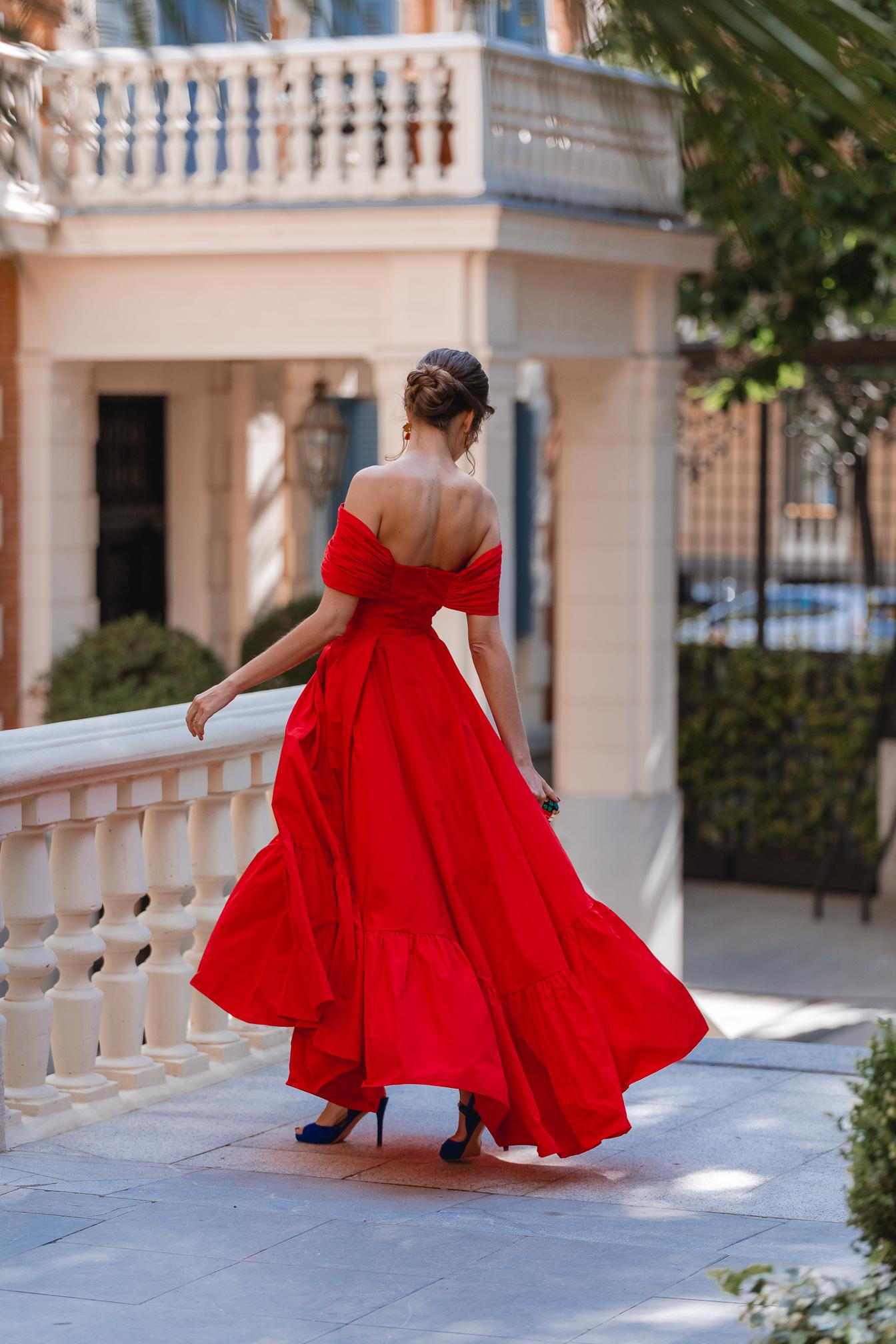 invitada boda vestido vuelo rojo