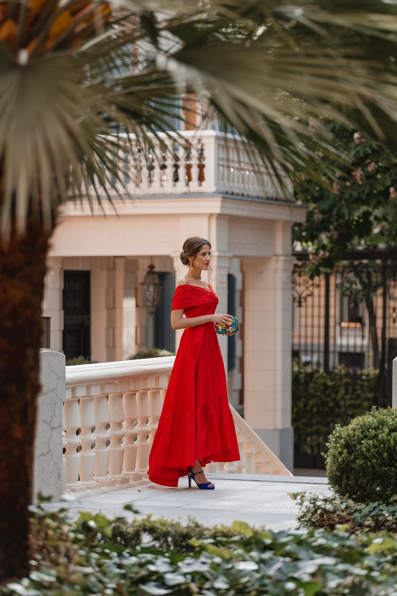 vestido rojo largo asimetrico invitada