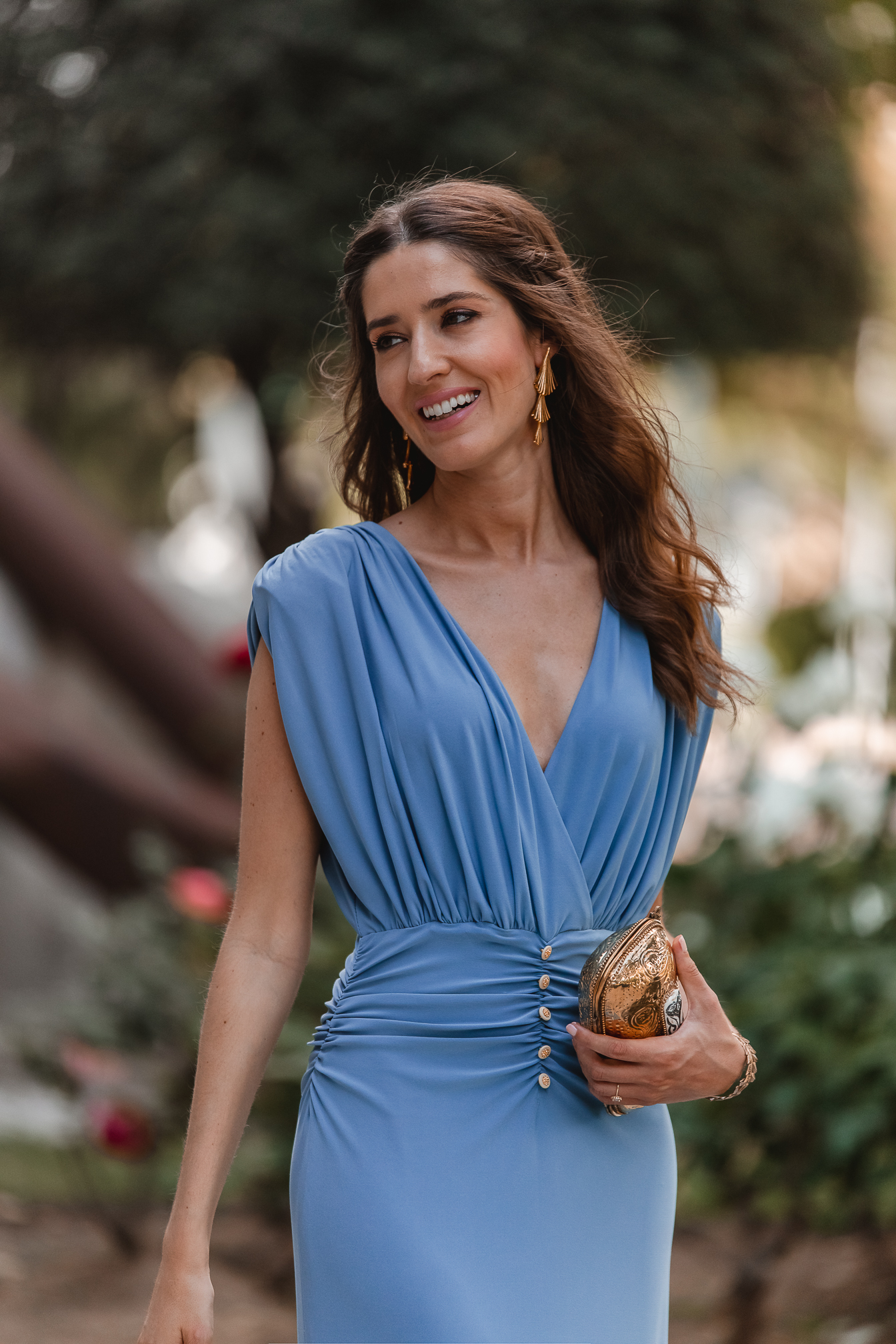 vestido azul invitada drapeado