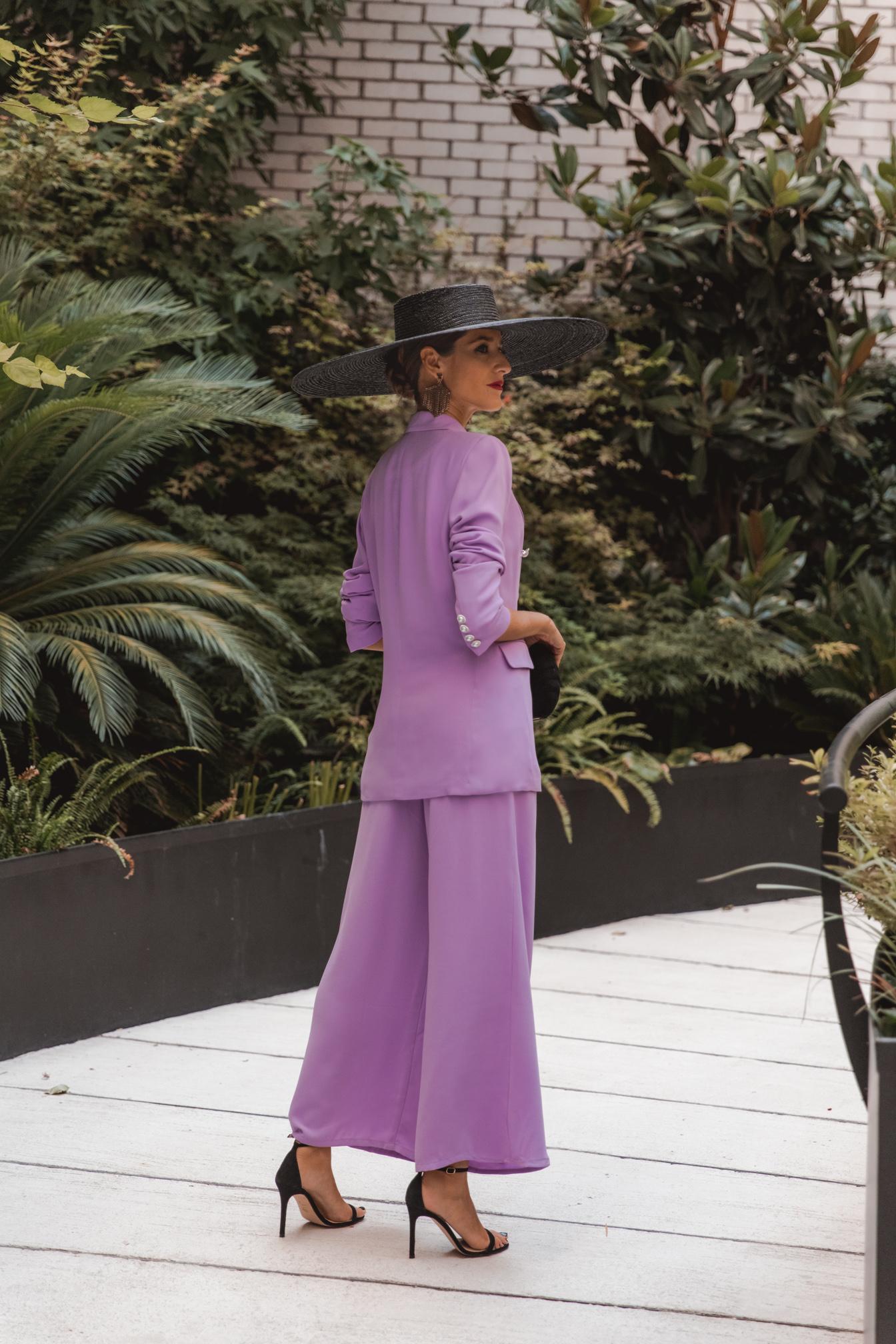 Invitada Perfecta traje chaqueta lila