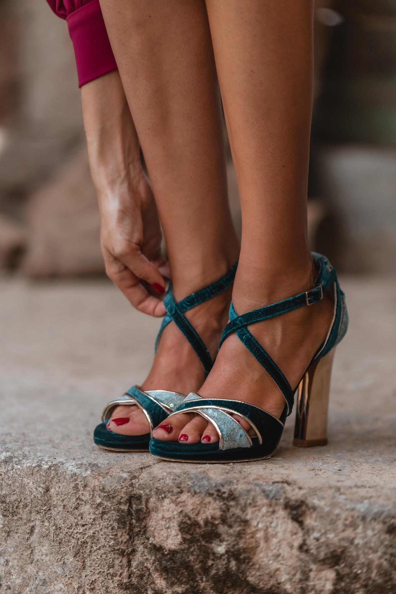 Sandalia terciopelo turquesa invitada novia