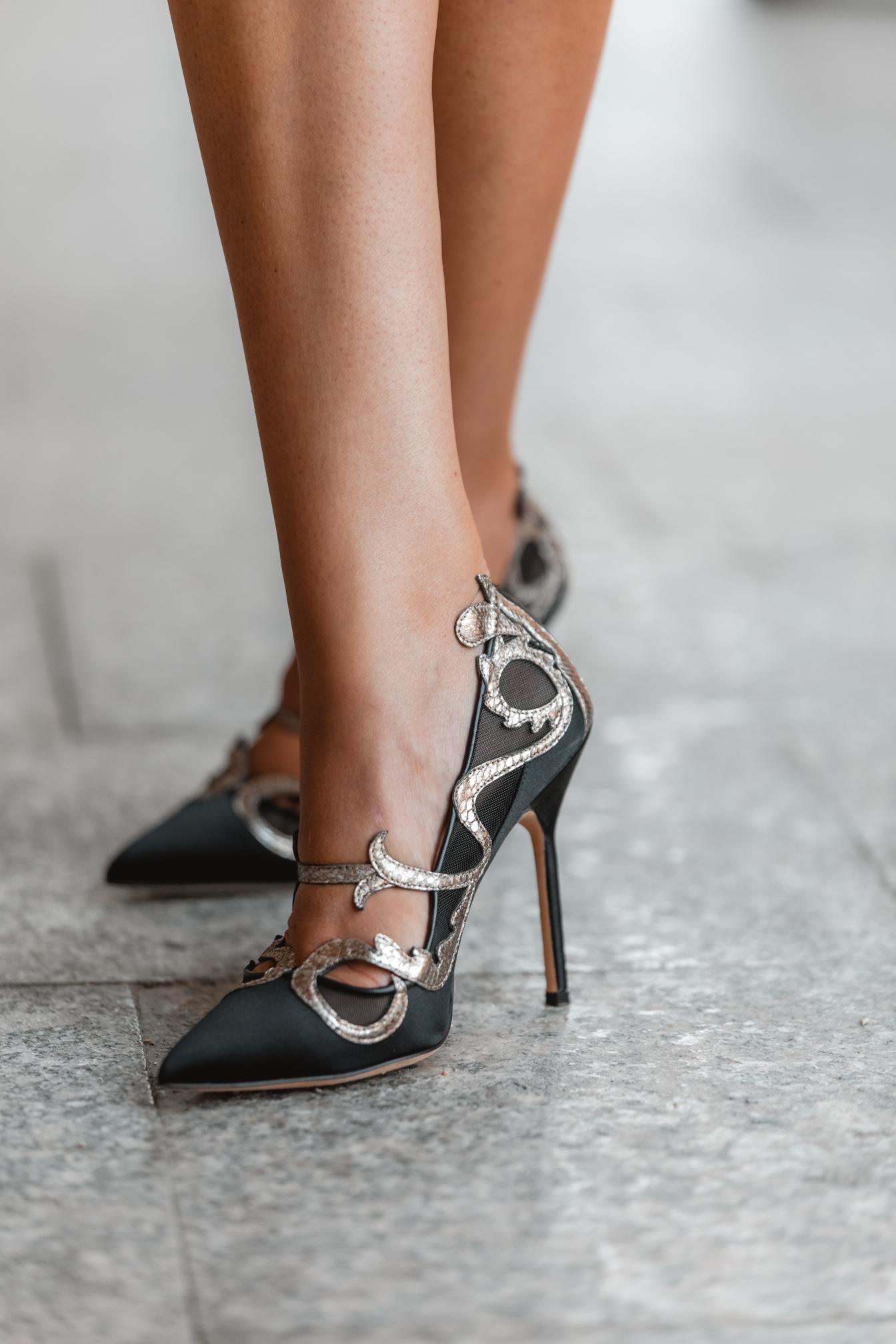 zapatos negros invitada manolo blahnik