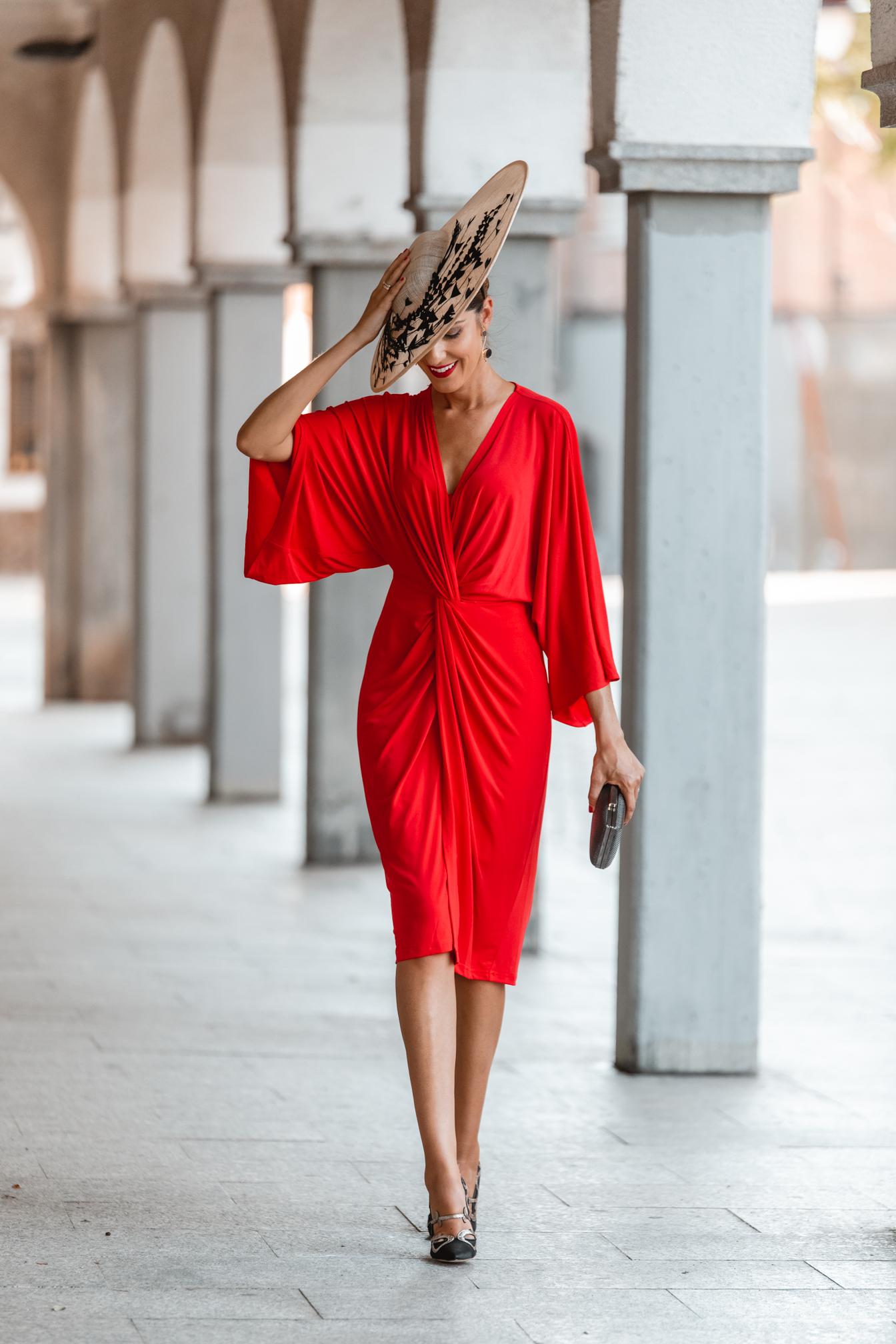 look invitada boda otoño vestido rojo