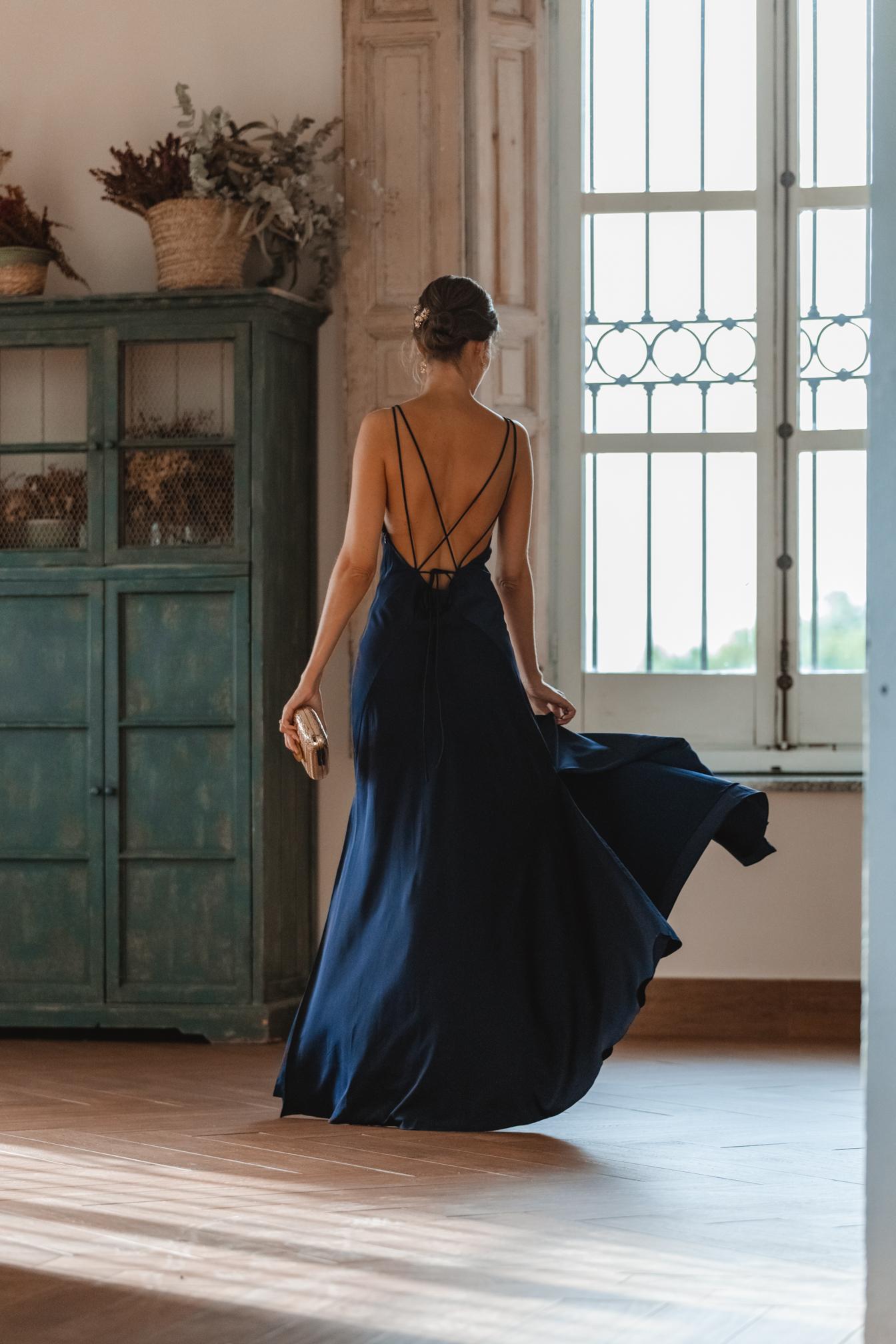 vestido azul marino espalda boda