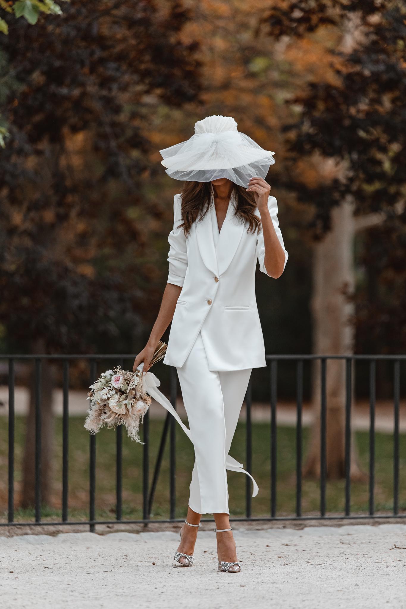 novia traje chaqueta blanco invitada perfecta